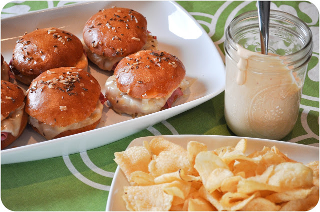 Reuben Sliders & Homemade Thousand Island Dressing | www.lemon-sugar.com