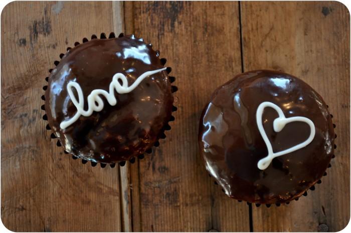 Valentine Love Letter Cupcakes | www.lemon-sugar.com