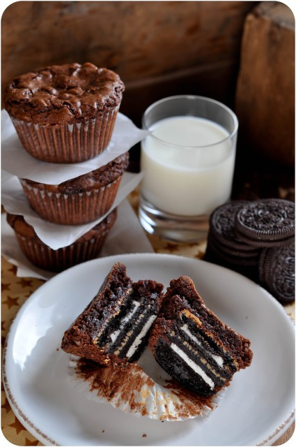 Peanut Butter & Oreo Stuffed Brownies | www.lemon-sugar.com
