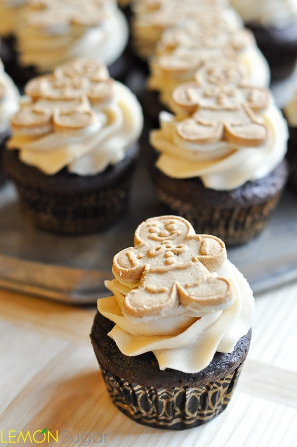 Chocolate Gingerbread Cupcakes with Brown Sugar Buttercream | www.lemon-sugar.com