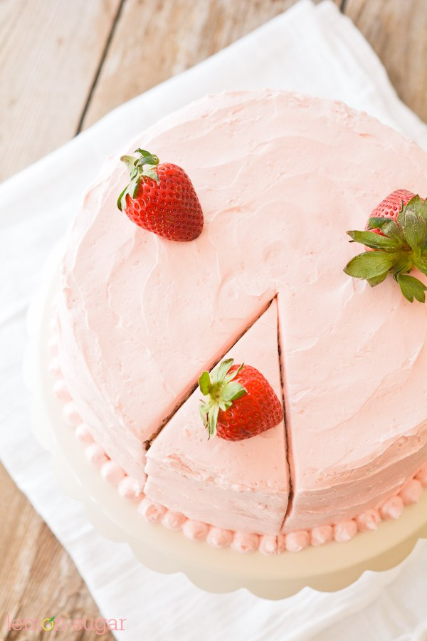 Strawberry Supreme Cake - lemon-sugar.com